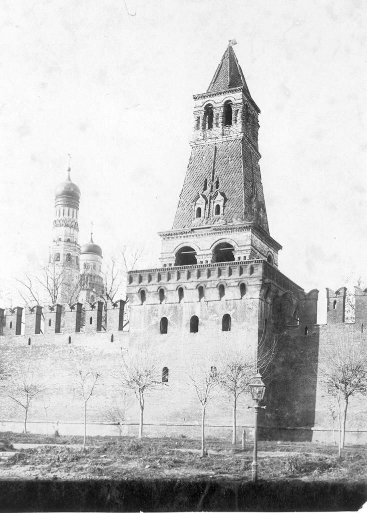 Кремль. Оружейная башня