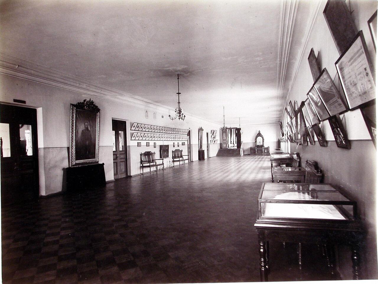 20. Вид части музейной экспозиции, расположенной в одном из коридоров корпуса