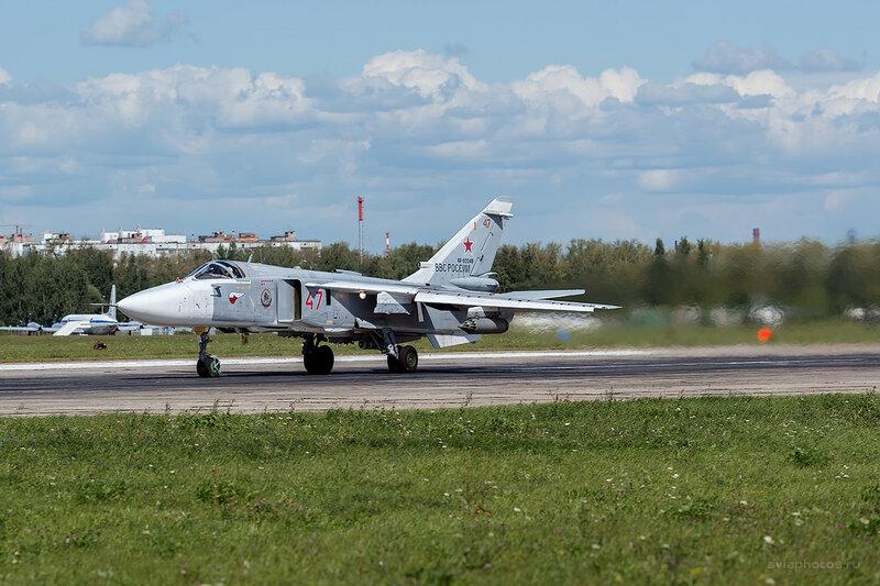 Сухой Су-24М (RF-92249 / 47 красный) D800351