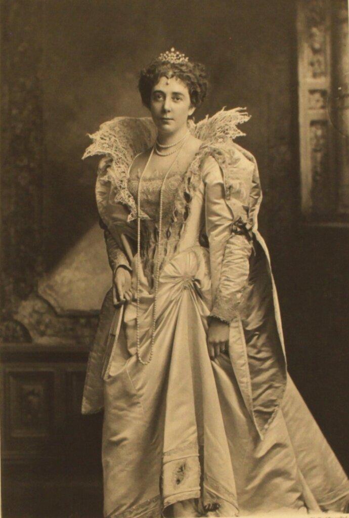 lady-lister-kaye-as-duchesse-de-guise-time-henri-iii-p131.jpg
