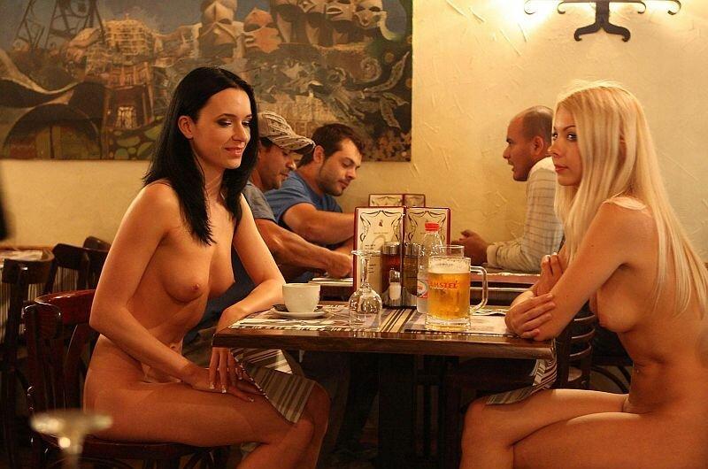 Попе фото голых в баре порно попросил
