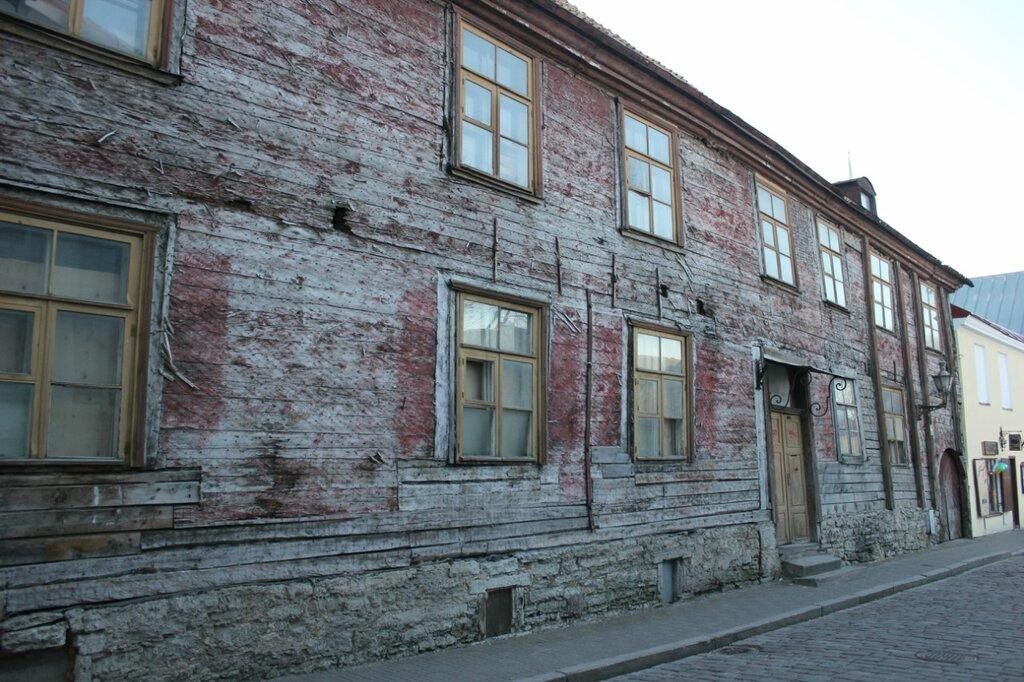 Деревянный старый дом