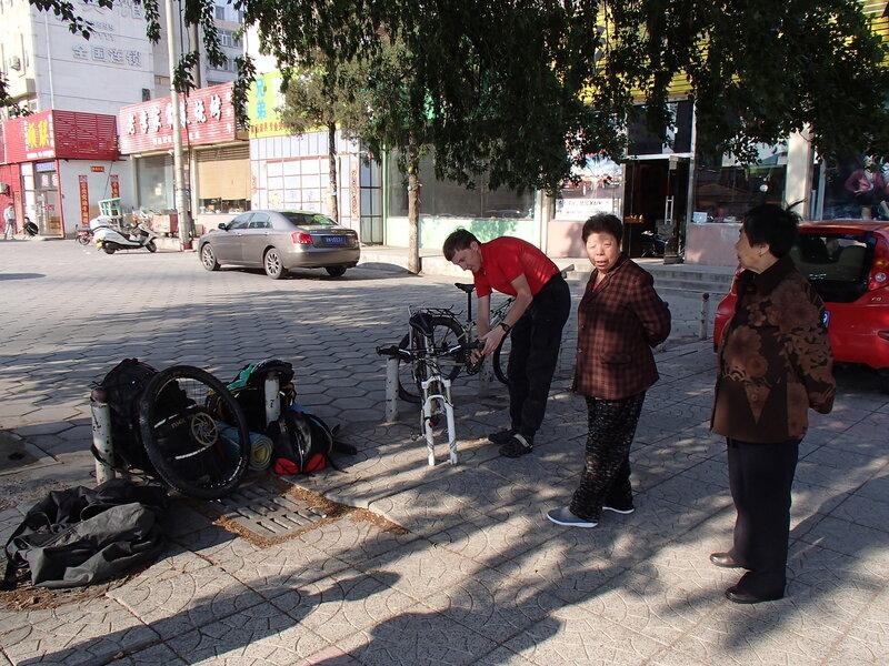 сбор велосипедов на привокзальной площади Чжанцзякоу