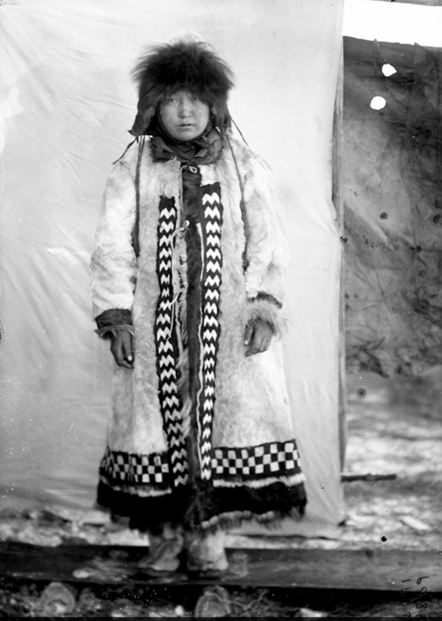 Якутка в зимней одежде, Сибирь, 1901
