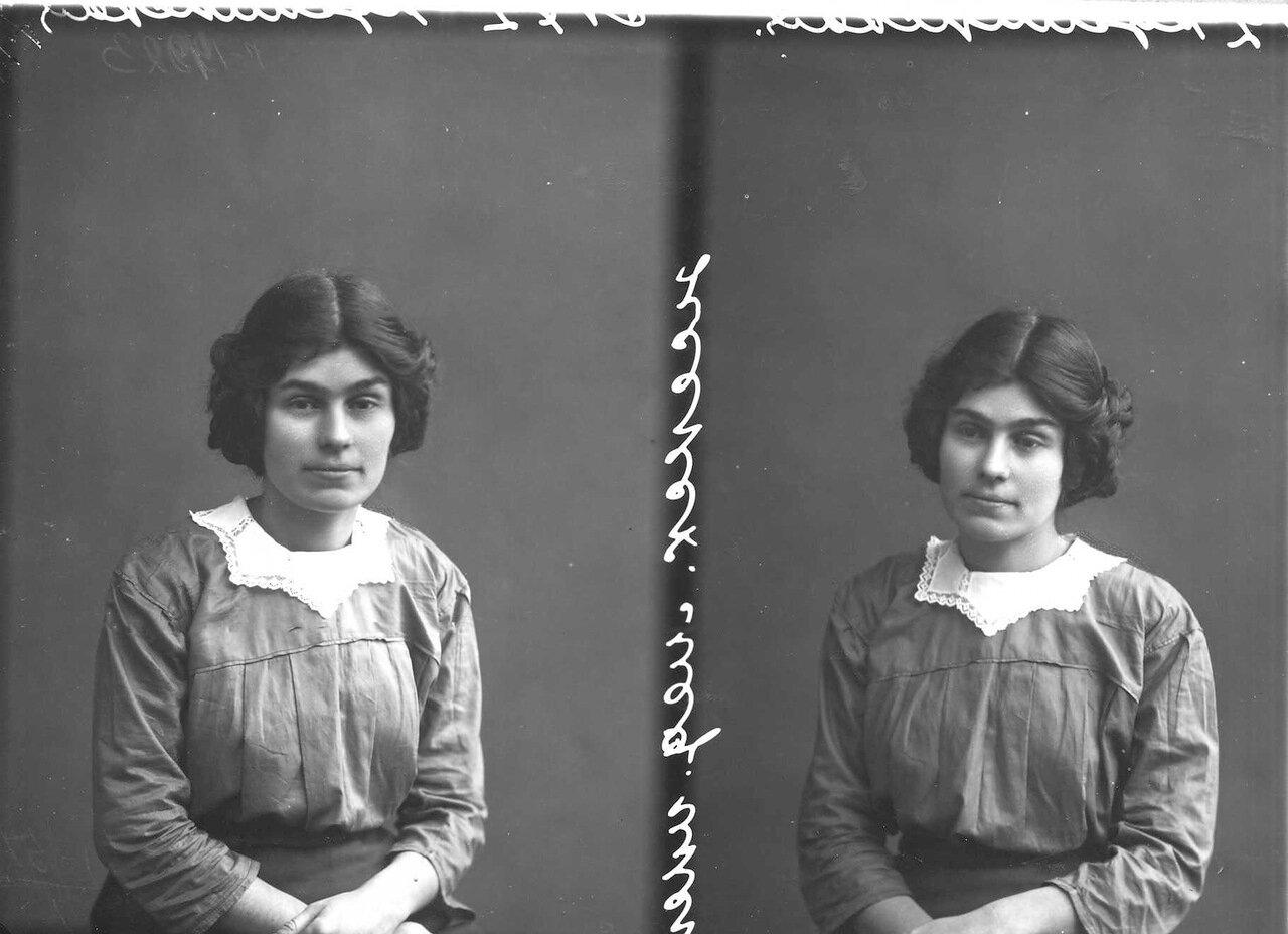 Куликова - студентка женского медицинского института