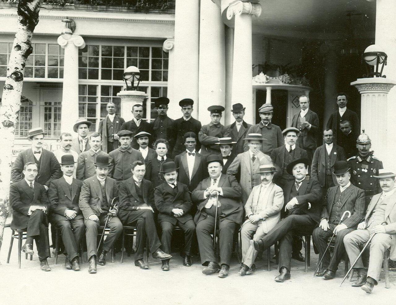 Группа владельцев и сотрудников ресторана «Луна-парк»