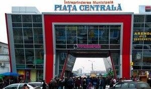 В столице люди забаррикадировались внутри центрального рынка