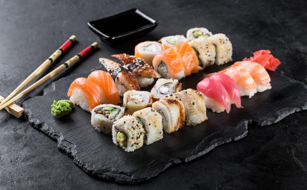 Любитель суши из США вытащил из себя полутораметрового червя