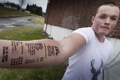 Норвежцем была сделана татуировка на руке в виде чека McDonald's