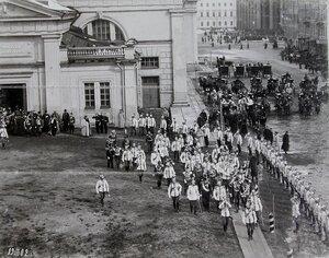 Офицеры лейб-гвардии конного полка в день полкового праздника приветствуют гостей- императора Николая II