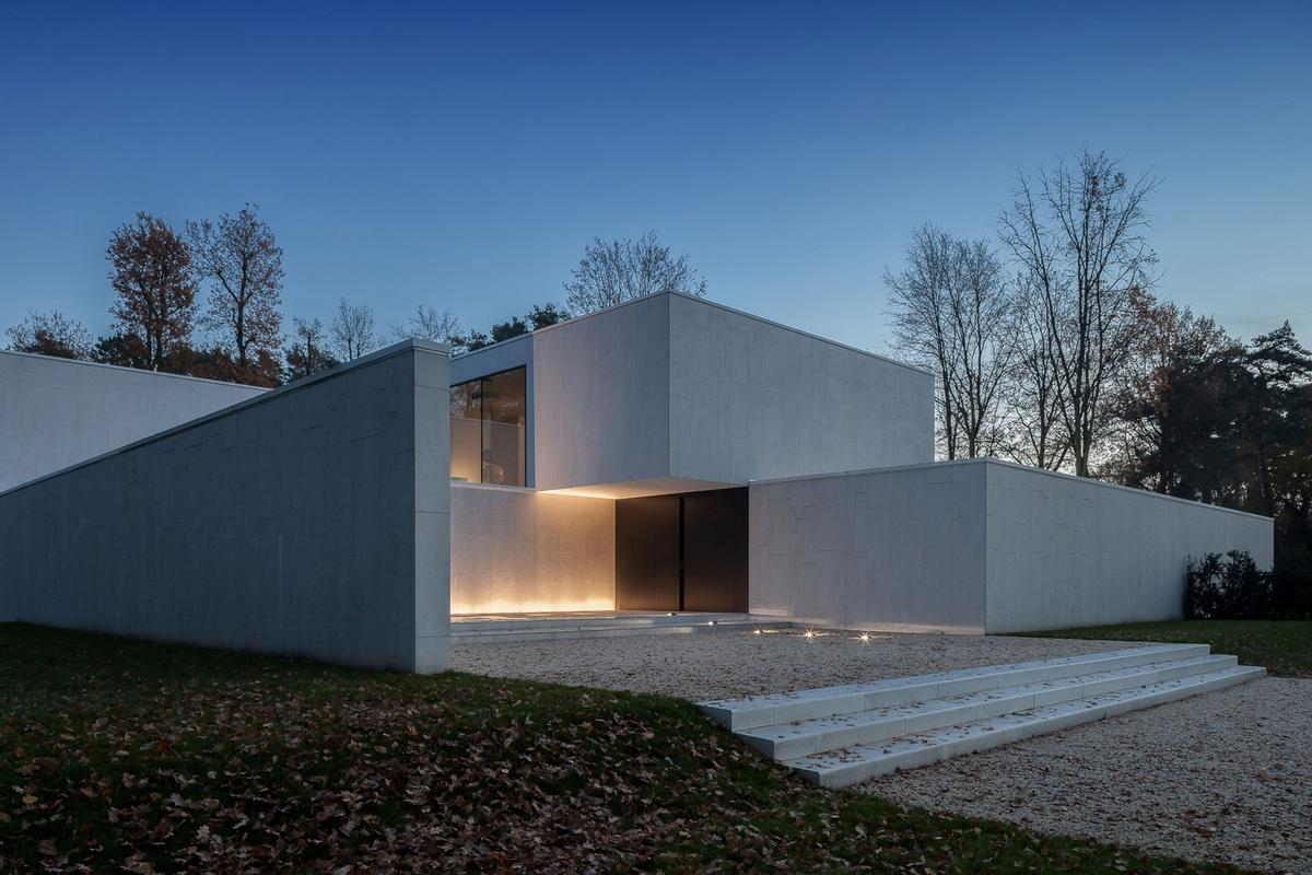DM Residence, CUBYC architects bvba, минимализм интерьера, частный дом с бассейном, бассейн во дворе частного дома, обзор дома в Бельгии, серый фасад