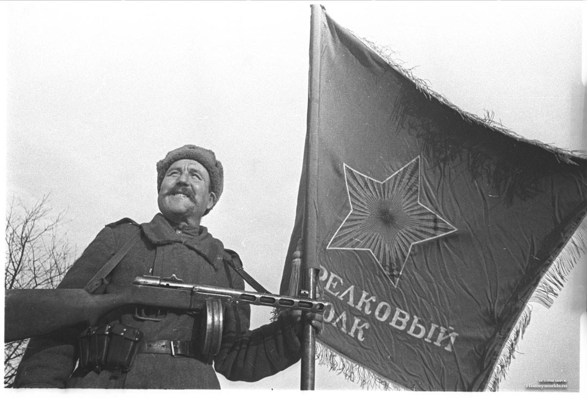 4.Знамя полка.jpg
