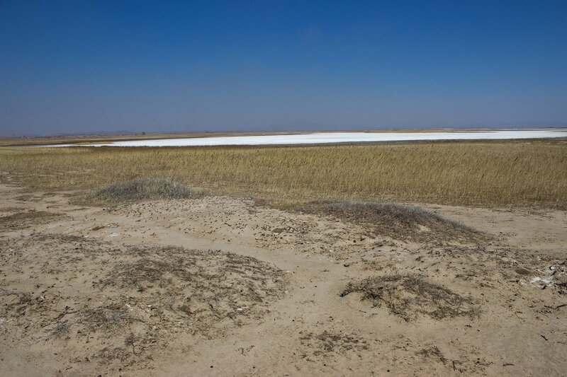 высохшее соленое озеро во внутренней монголии, китай