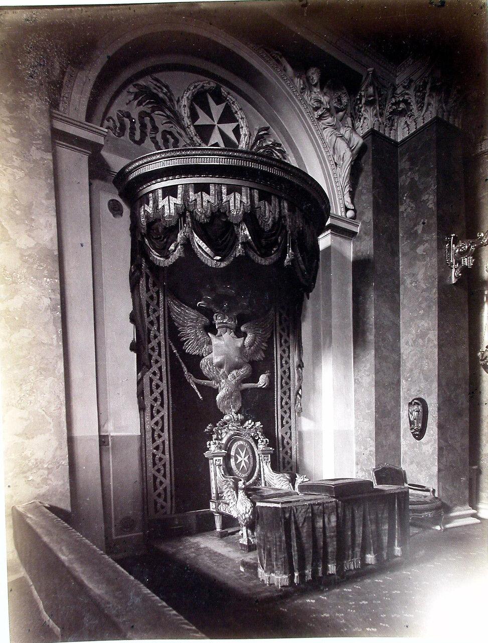 25. Общий вид кресла императора Павла I, принявшего на себя звание Гроссмейстера Мальтийского Ордена