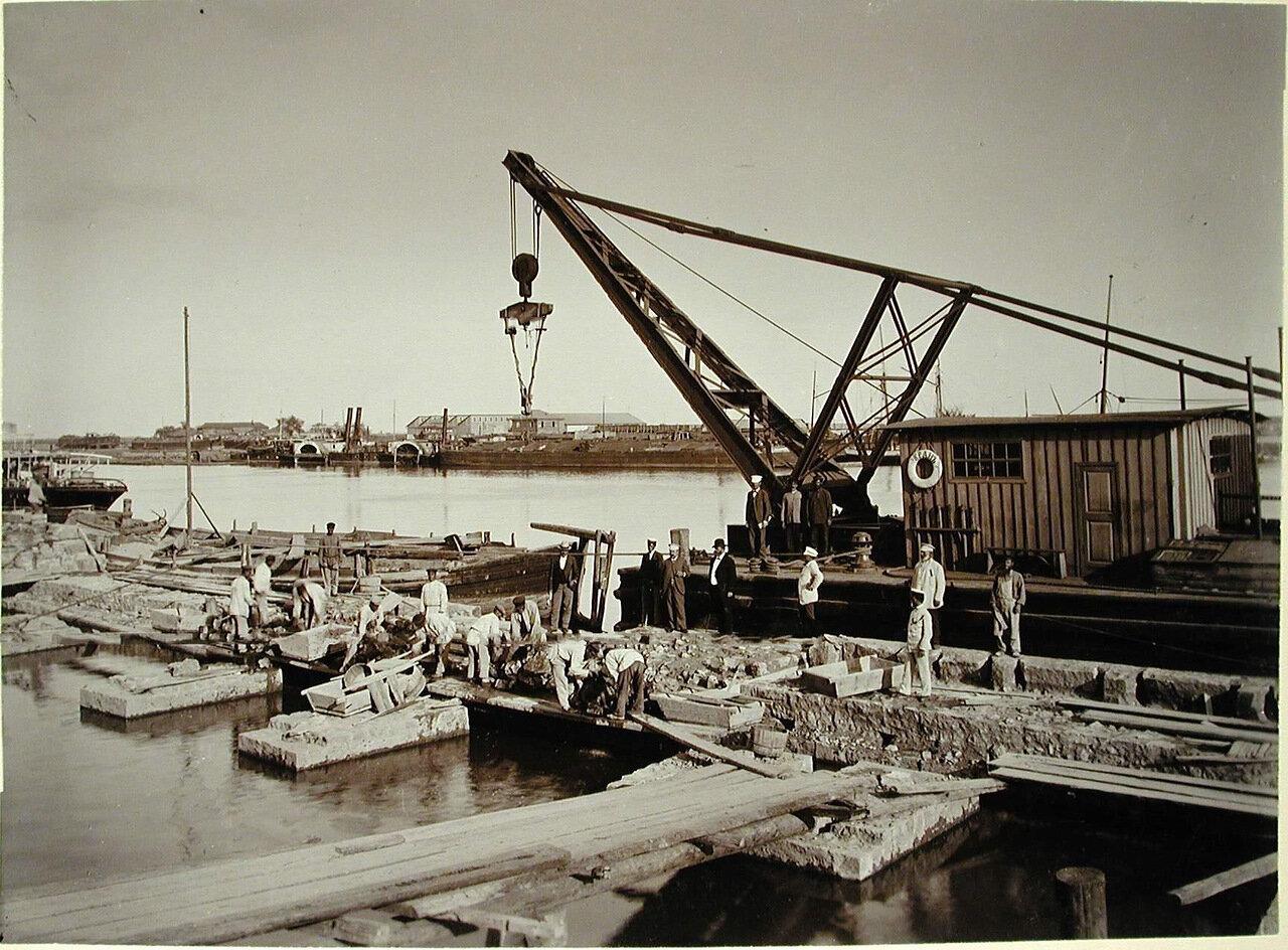 06. Рабочие на строительстве набережной