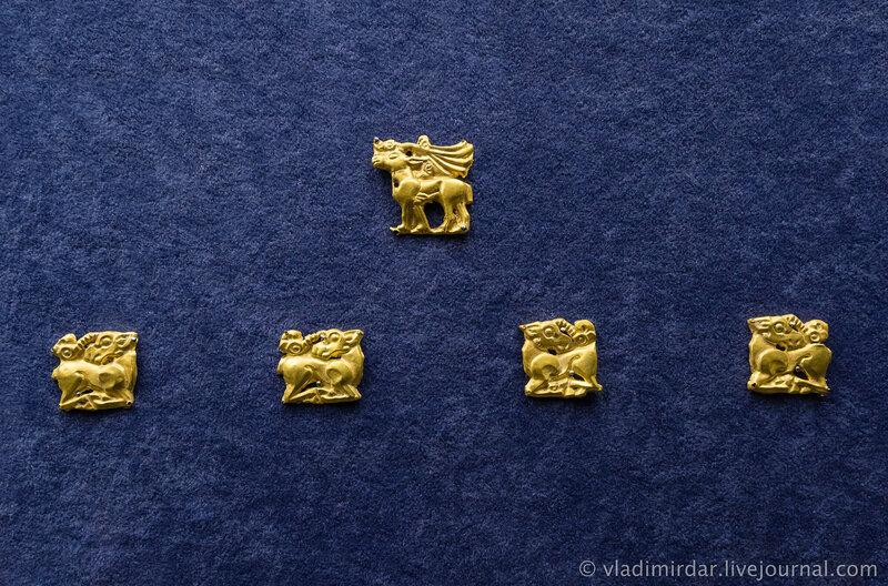 Бляхи с изображением оленей, лося-козла. Золото. IV в до н.э. Краснодарский край, до 1917 года.