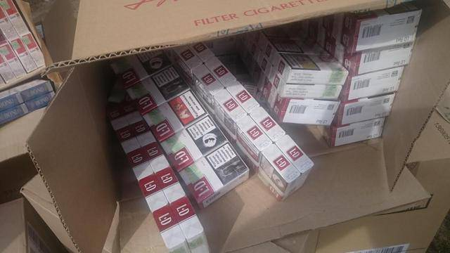Женщина пыталась доставить контрабандные сигареты на оккупированную Луганщину. ФОТОрепортаж