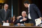 Рекс Тиллерсон и поддержавшие его сенатор Тед Круз бывший сенатор Сэм Нанн во время слушаний в Комитете по иностранным делам Сената 11.01.17.png