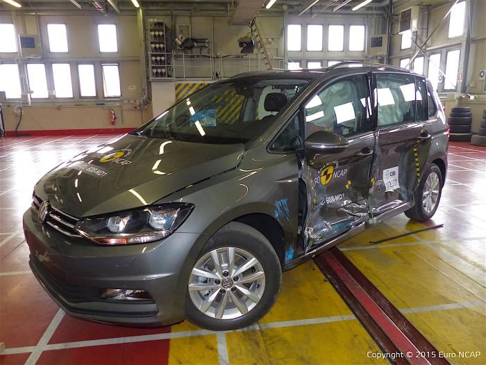 Volkswagen Touran – самый безопасный среди небольших минивэнов. Volkswagen Touran признан лучш