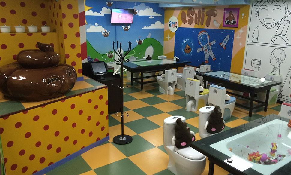 По всему миру есть еще несколько ресторанов, владельцы которых вдохновились туалетной темой. Наприме