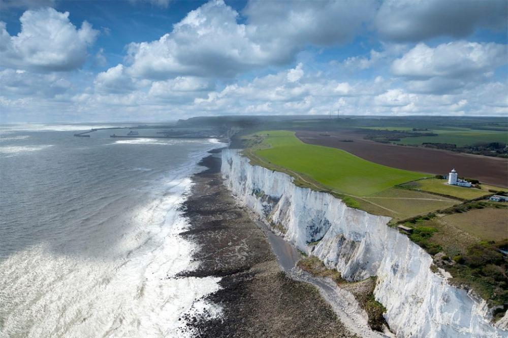 Знаменитые меловые скалы находятся на побережье графства Кент. Они издавна служили для моряков симво