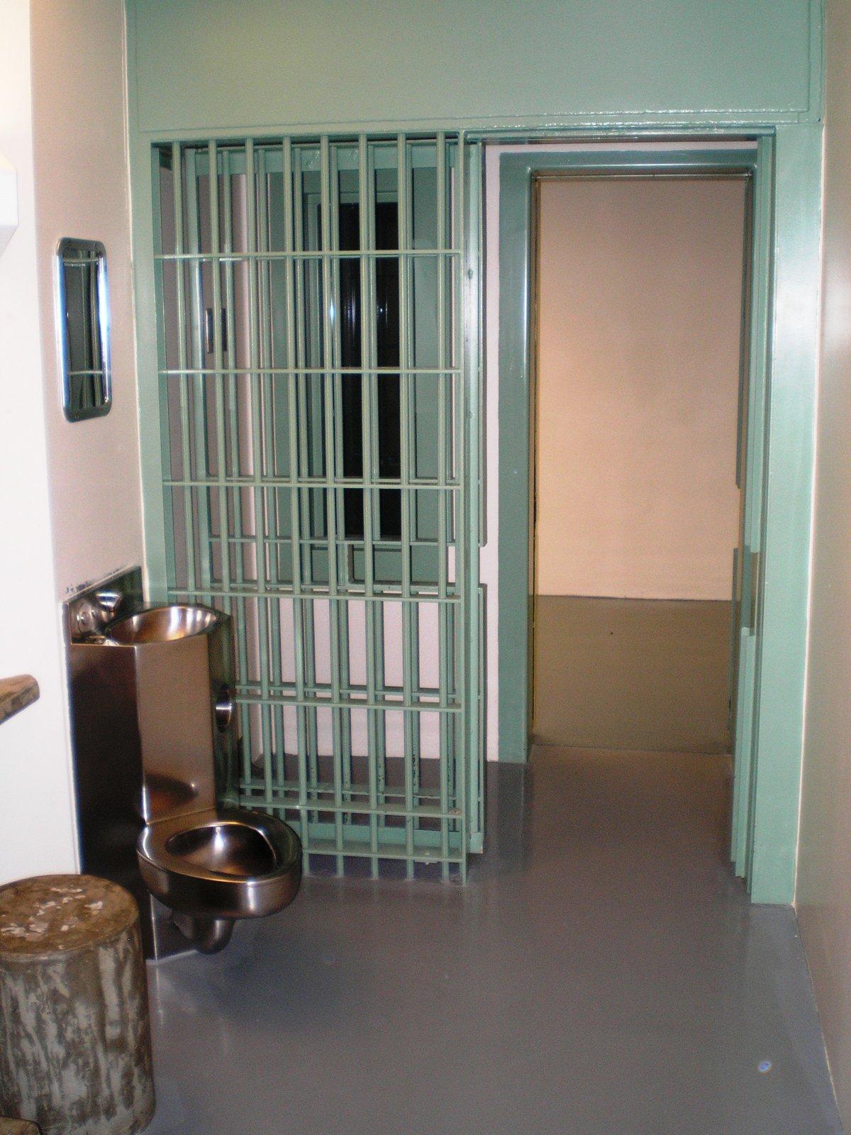 Заключенные в секторе строгого режима отбывают срок в одиночку и не имеют возможности контактировать