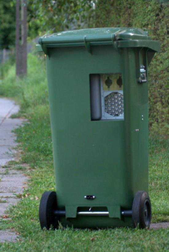4. Мусорный контейнер Водителям теперь стоит аккуратней проезжать мимо мусорных баков, в них может п