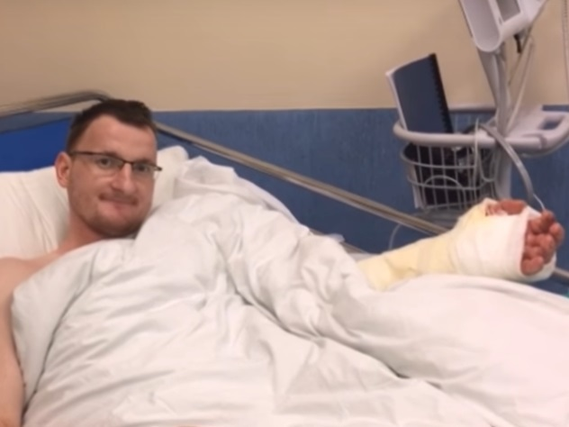 Польские медперсонал пришили кисть человеку, родившемуся без руки
