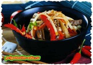 Салат с телятиной и китайской лапшой