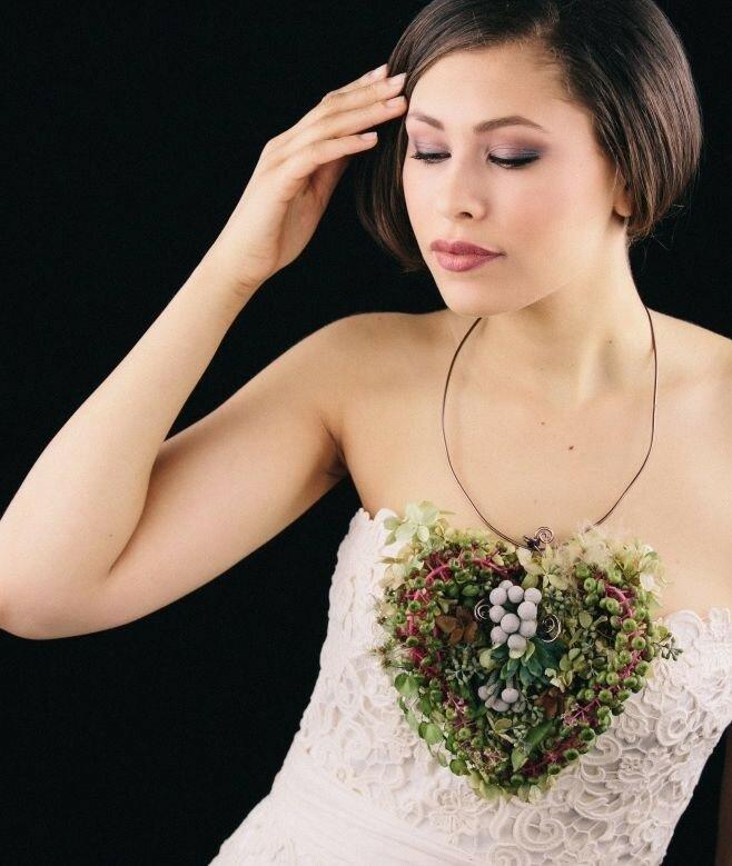 Аксессуары из живых цветов