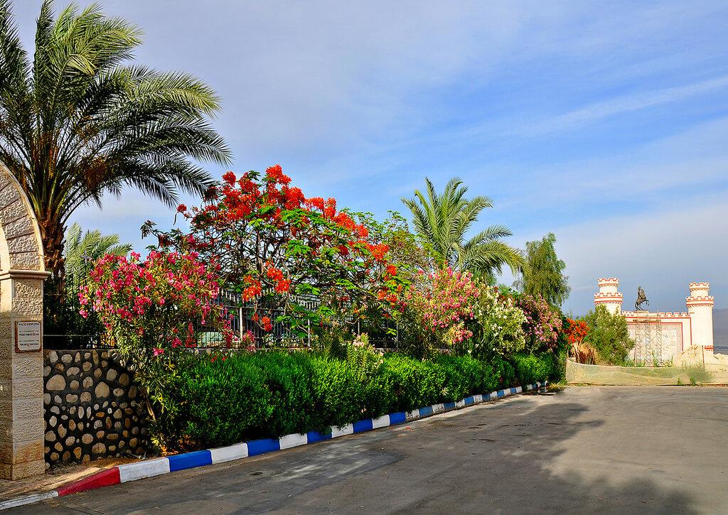 Парк на территории монастыря Герасима Иорданского