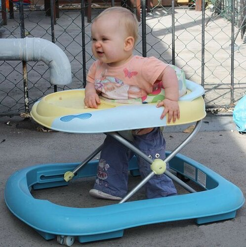 Во сколько месяцев можно сажать ребенка на прыгунки 172
