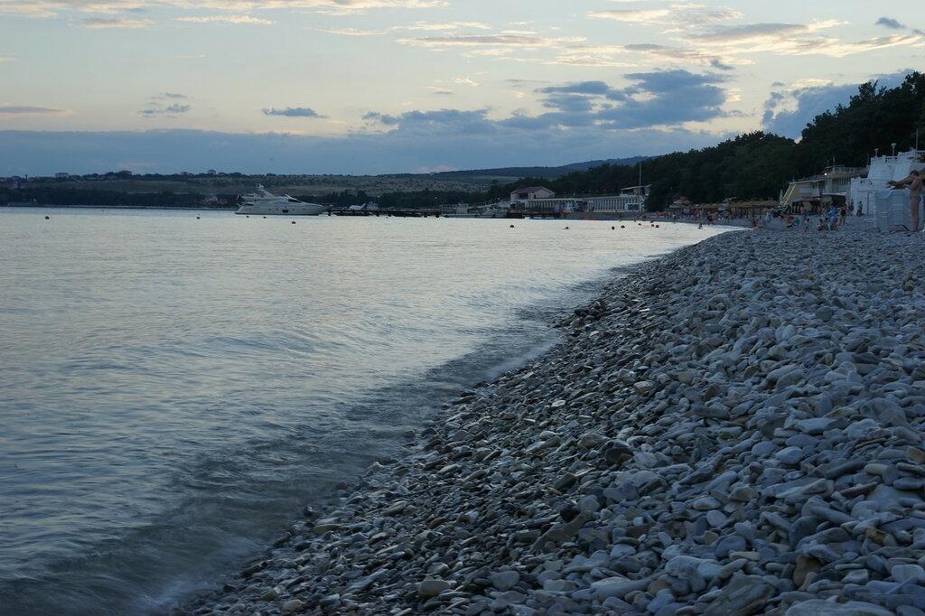 Геленджик. Галечный пляж.