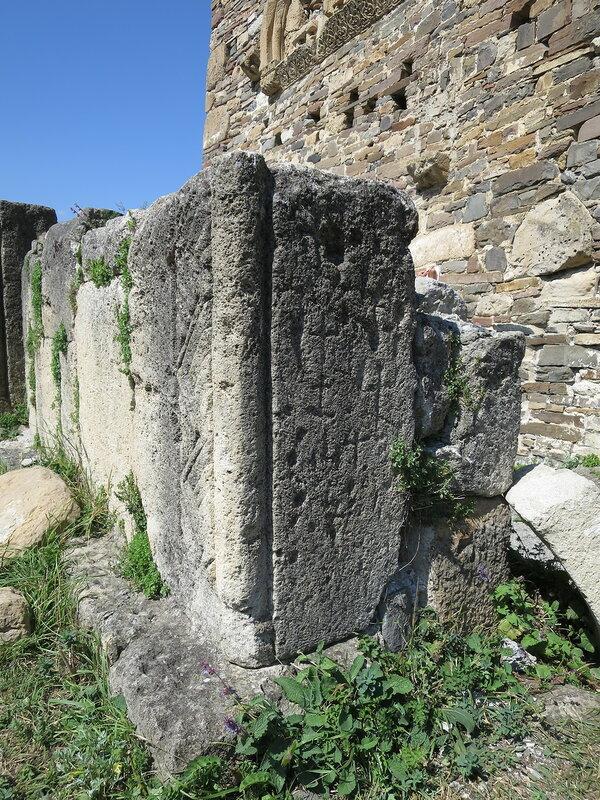 Кресты на ограде, Тхаба-Ерды