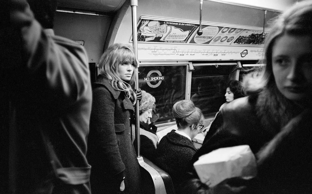 1965. Актриса Джули Кристи в лондонском метро