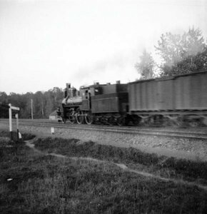 1904. Сокольники, Ярославская дорога, близ Яузы. Поезд на полном ходу
