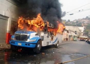 В Колумбии более 30 детей заживо сгорели в автобусе