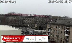 В Бельцах кружат первые снежинки - город украшают к зиме