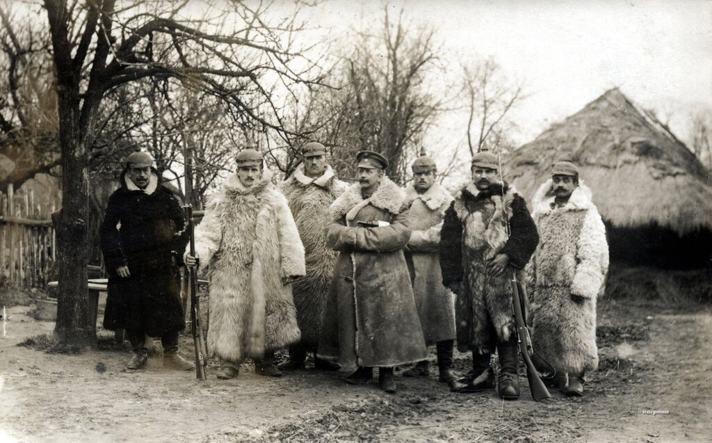 Nothing on reverse.Well protected from the elements being thrown at them on the Eastern Front, these fellows are from an unidentified Landwehr regiment or Landsturm battalion.The fellow second from the right is wearing overshoes