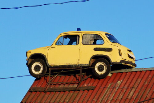 Запорожец ЗАЗ-965 на крыше магазина, Дорохово