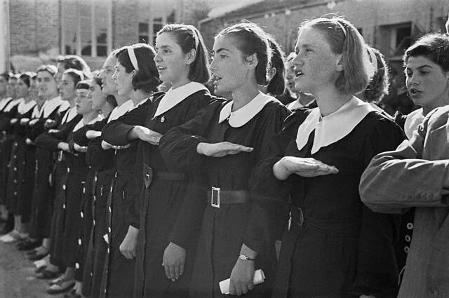 Albanian School Girls Singing