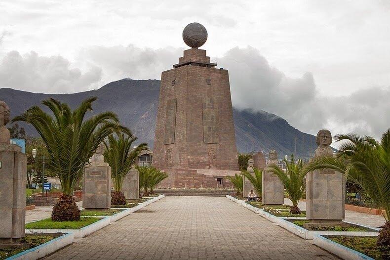 Почему в эквадоре два экватора?
