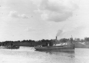 Буксир с баржой на Ладожском канале.