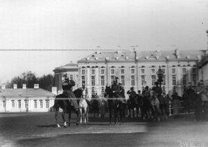 Рапорт вахмистра эскадрона императору Николаю II  во время парада полка.