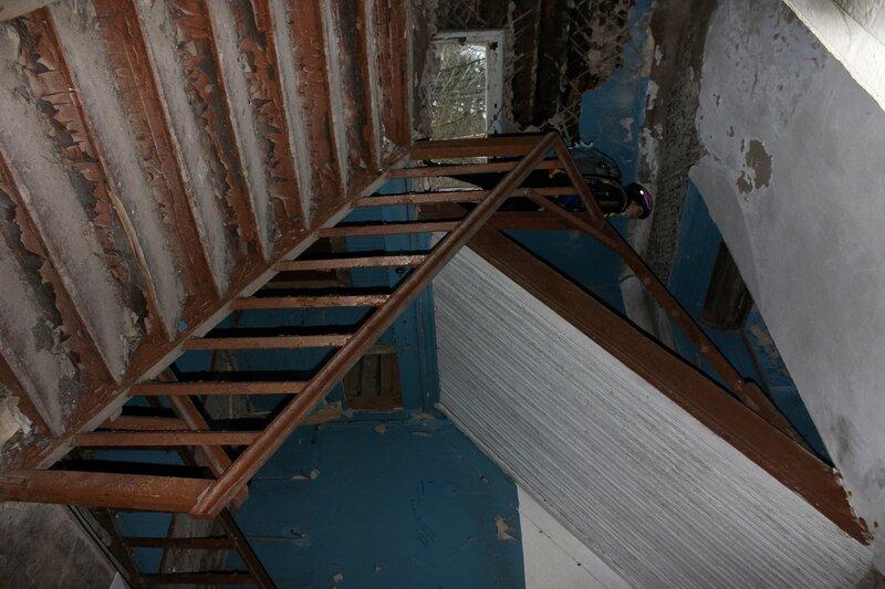 Фото вход в подвал садо мазо