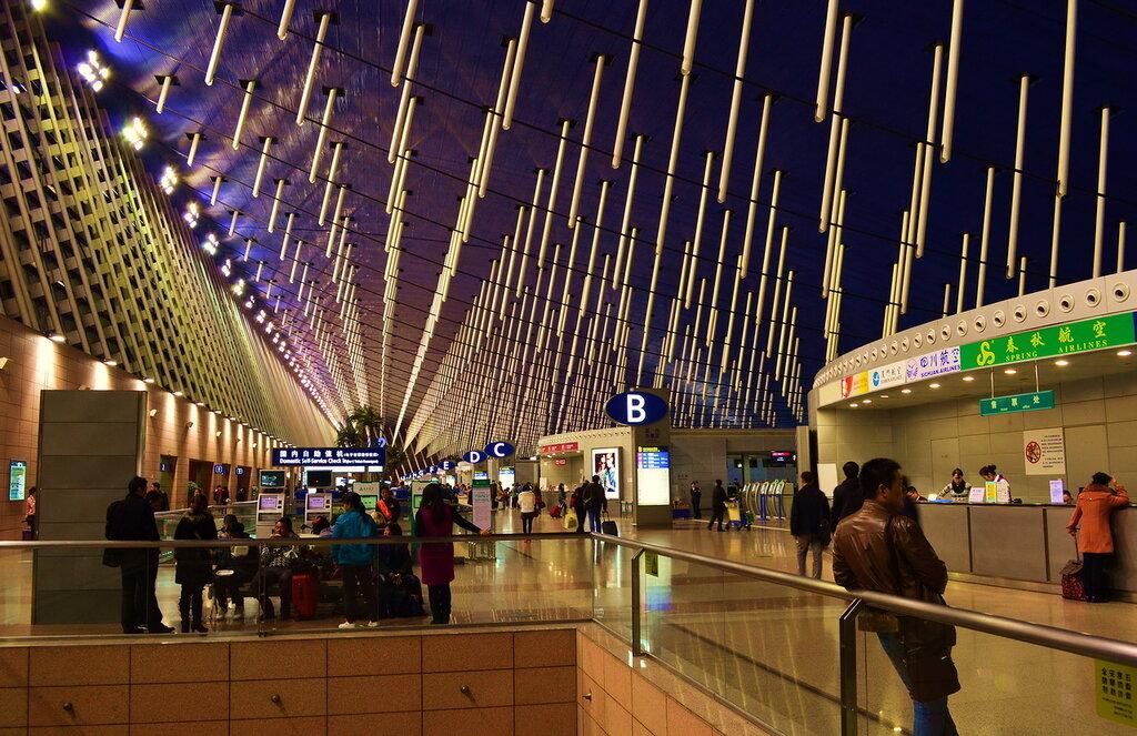 Фото 15. Поездка по Китаю. В международном аэропорту Шанхая. Мы побывали здесь еще раз в 2014 году, когда вылетали в Чжанцзяцзе