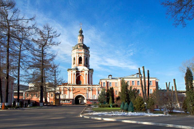Донской монастырь. Надвратная церковь.