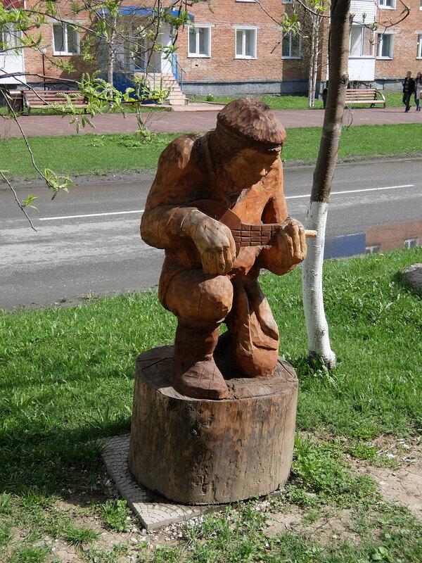 Таштагол - Скульптура музыканта