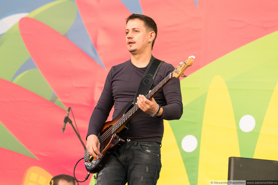 Бас-гитарист Мураками на фестиваля FIFA Fan Fest в Саранске