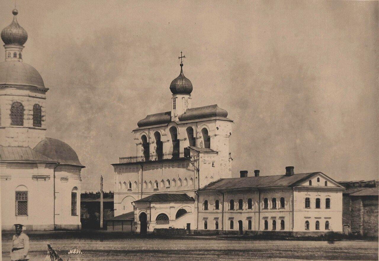 Вид звонницы Софийского собора в Кремле (первое упоминание о Софийской звоннице в летописи-1437 г.;перестройки.первая половина XV в.,XVI в.,XVII в.и XVIII - XIX вв.)